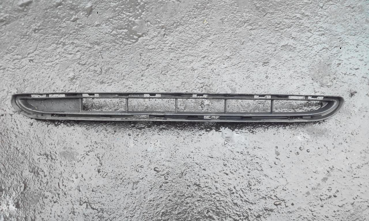 Решетка переднего бампера Рено Клио 3 б/у