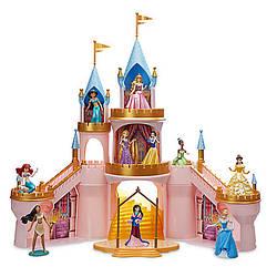 Игровой светящийся замок с фигуркми 10 принцесс Дисней / Princess Light-Up Castle Set Disney