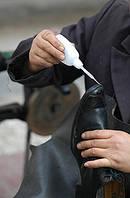 Полихлоропреновый клей для ремонта обуви