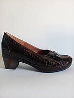 Туфли женские натуральная лаковая кожа коричнивые на удобном невысоком каблуке