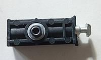 Стык винтовой (стяжка, сигма) для торговых профилей