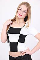 Черно-белая кофта модного кроя
