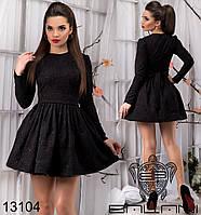 Жаккардовое платье с пышной юбкой в складку на талии.