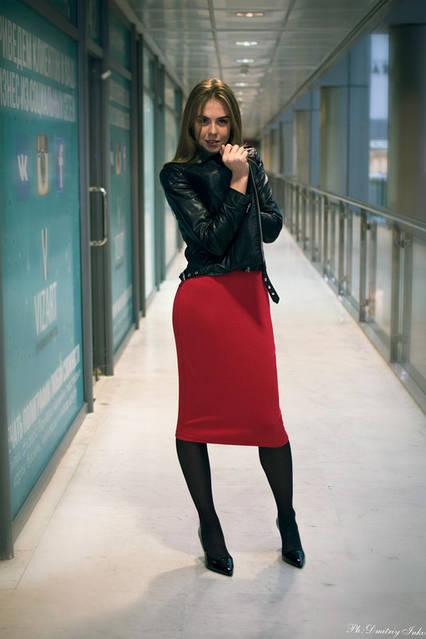 """Невероятно стильная Анжелика! И как же ей идет платье № 215 от интернет-магазина """"Lubelia"""" и сочный красный цвет!"""