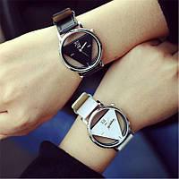 Женские наручные часы треугольные