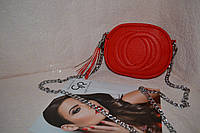 Стильная красная сумка на цепочке