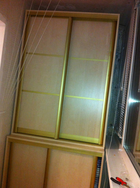 Шкафы-купе на балкон 76