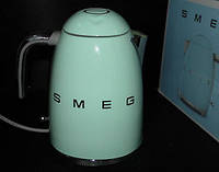 Пастельно-зелёный чайник Smeg KLF03PGEU