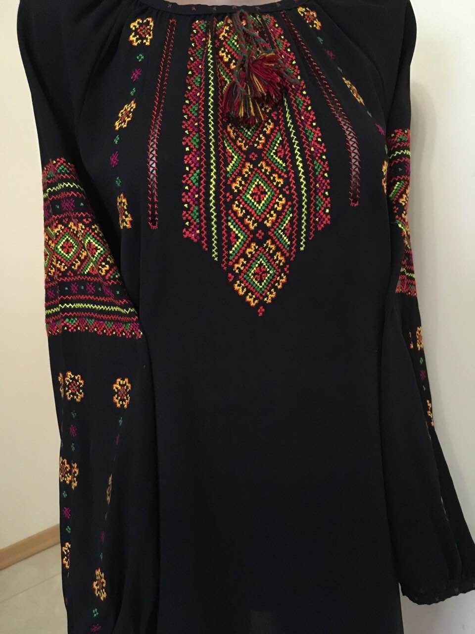 Вишиванка чорна жіноча шифонова з орнаментом ручної роботи  продажа ... d38ee7737f649