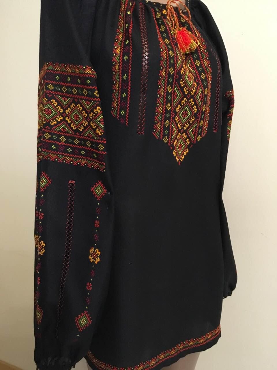 Вишиванка чорна жіноча шифонова з орнаментом ручної роботи  продажа ... 693e185d70665