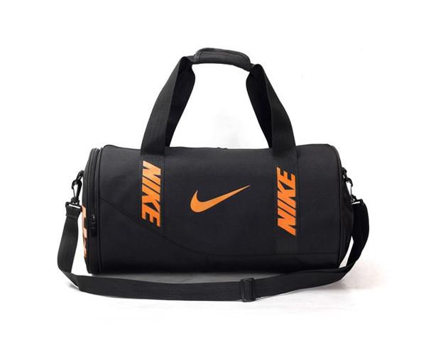Спортивная сумка Nike черная с коричневым логотипом (реплика)