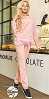 Модный женский костюм в спортивном стиле