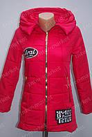Подростковая демисезонная куртка на замке с капюшоном и сумкой красная