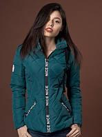 Женская курточка красивого изумрудного цвета