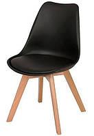 Стул Тор из серии DSM Eames Style, черное пластикое сиденье с мягкой подушкой и деревянные буковые ножки