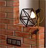 Металлический светильник из стальных прутьев в индустриальном стиле.