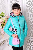 Курточка на девочек спортивного кроя с сумкой