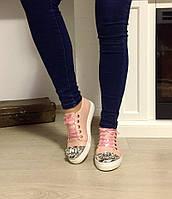 Стильные женские слипоны натуральная замша, носок декорирован камнями. Цвет пудра