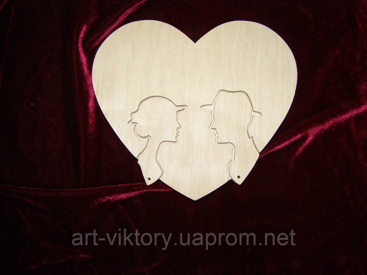 Ключниця серце з головами. Серце зі знімними ключами. Ключниця для ключів.