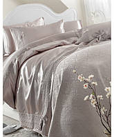 Комплект шелкового постельного белья с покрывалом Karaca Home Tugce vison