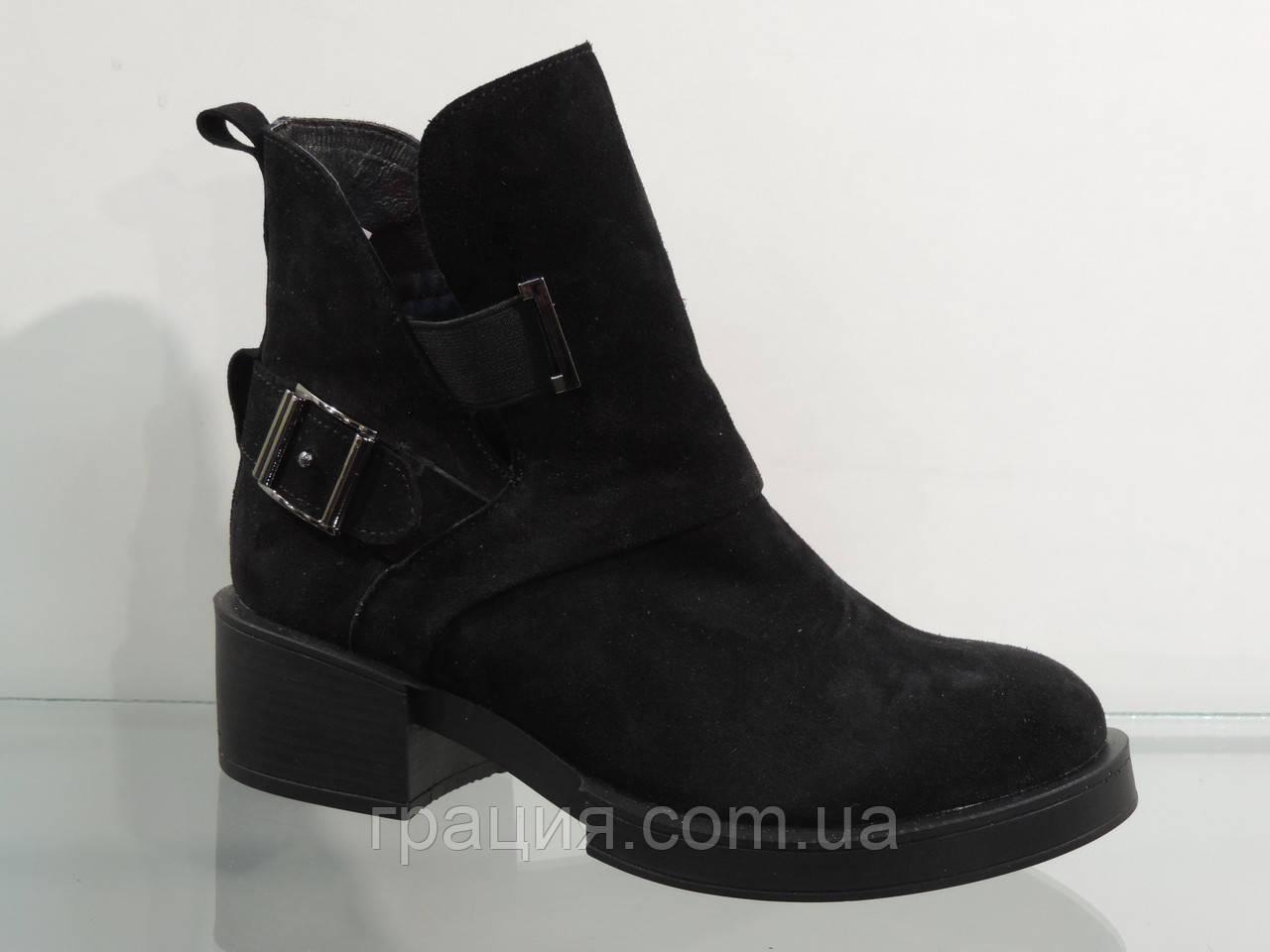 Стильные молодежные ботинки замшевые на байке