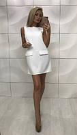 Короткое белое платье без рукавов