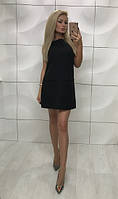 Короткое черное платье без рукавов