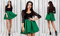 Красивое женское гипюровое платье с рукавом три четверти с пышной зеленой неопреновой юбкой
