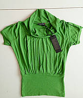 Блузка из вискозы зеленая.