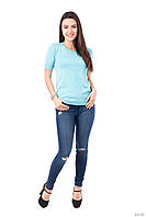 Модная однотонная футболка бирюзового цвета с ажурной спинкой
