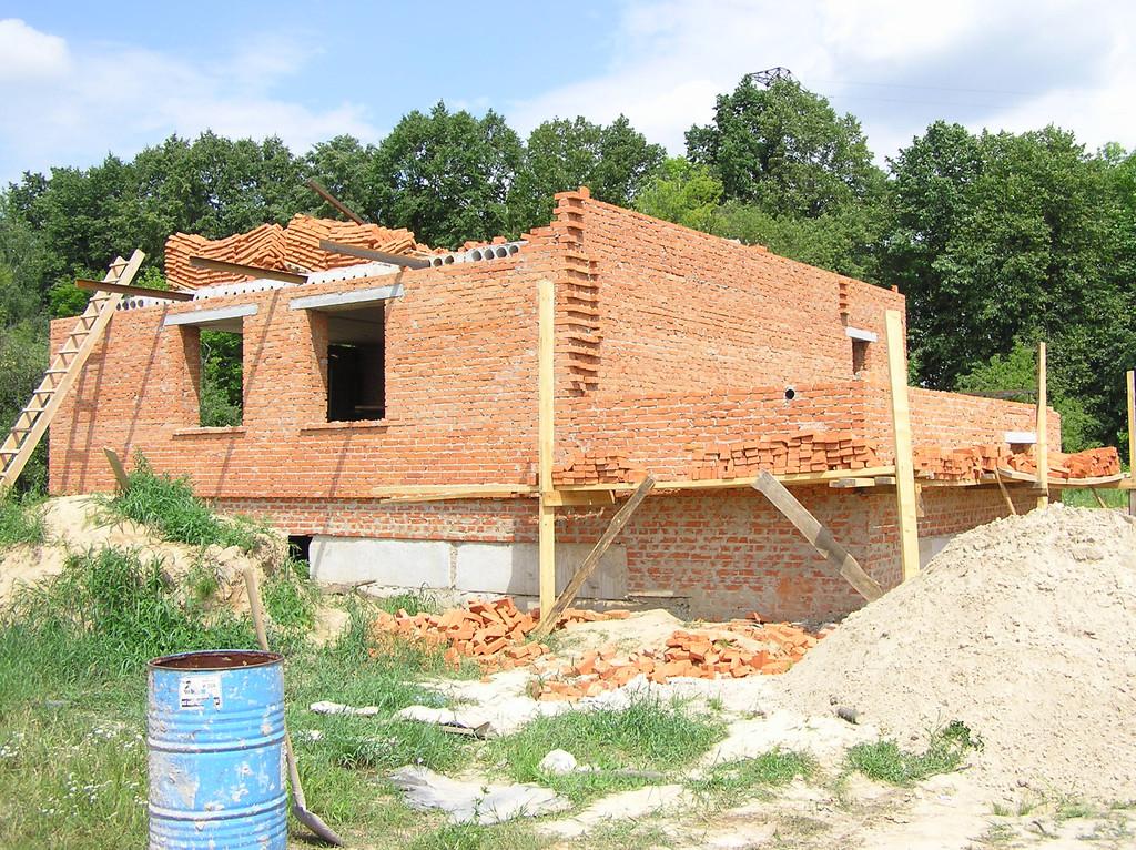 Дом из красного строительного кирпича 1