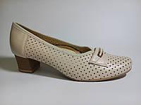 Туфли женские кожаные весение на каблуке бежевого цвета