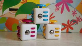 Fidget Cube: волшебный кубик, который позволяет одновременно успокоиться и сосредоточиться!