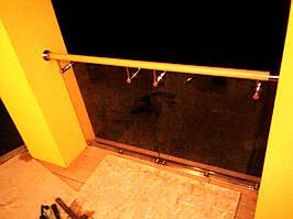 Ограждения балкона из нержавейки со стеклом ПВХ поручень