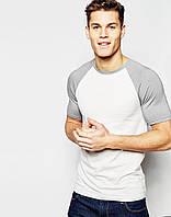 Белая мужская футболка с серым рукавом