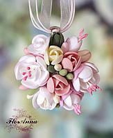 """""""Цветочное кружево"""" кулон ручной работы с цветами из полимерной глины"""