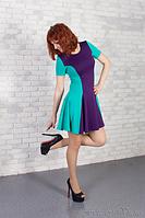 Коктейльное платье из двухцветного трикотажа.