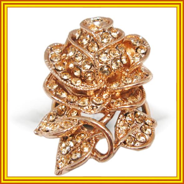 Новое Поступление: Женские Коктейльные Кольца под Розовое Золото 14К с Белыми и Золотистыми Камнями.