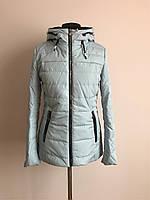 Практичная весенняя женская курточка