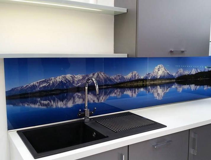 Декоративная стеклянная панель для кухни