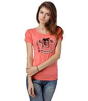 Футболка женская с телефоном и бусами розовая