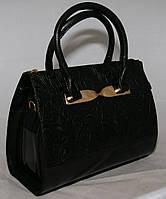 Чёрная каркасная женская сумка B.Elit с тиснением