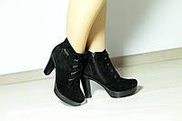 Демисезонные замшевые ботинки на каблуке