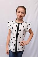 Белая детская блузка с коротким рукавом и принтом сердечки