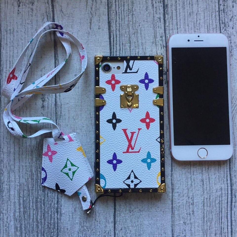 Силиконовый чехол Louis Vuitton для iPhone 7 буквы