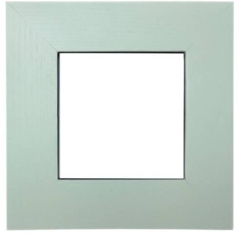 Плитка белая керамическая в светлой рамке из натурального дерева (20х20 см)