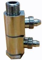 Переходник пневматический поворотный для цилиндра разжима кулачков поворотного стола