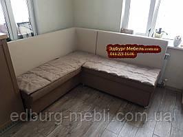 Кухонный уголок с чехлами на сидения