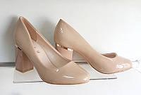 Туфли лак, бежевые, устойчивый каблук