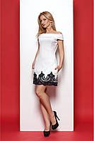 Нарядное белое платье с вырезом анжелика и черным кружевом по низу